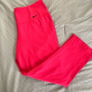 Nike Dry Fit Crop Leggings. Size Small